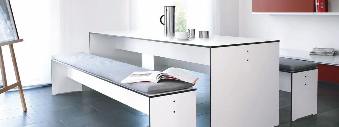 De Duitse fabrikant Conmoto staat bekend om zijn meubels en haarden. De Riva Table en de Riva Bench overtuigen door een moderne, exquise uitstraling.