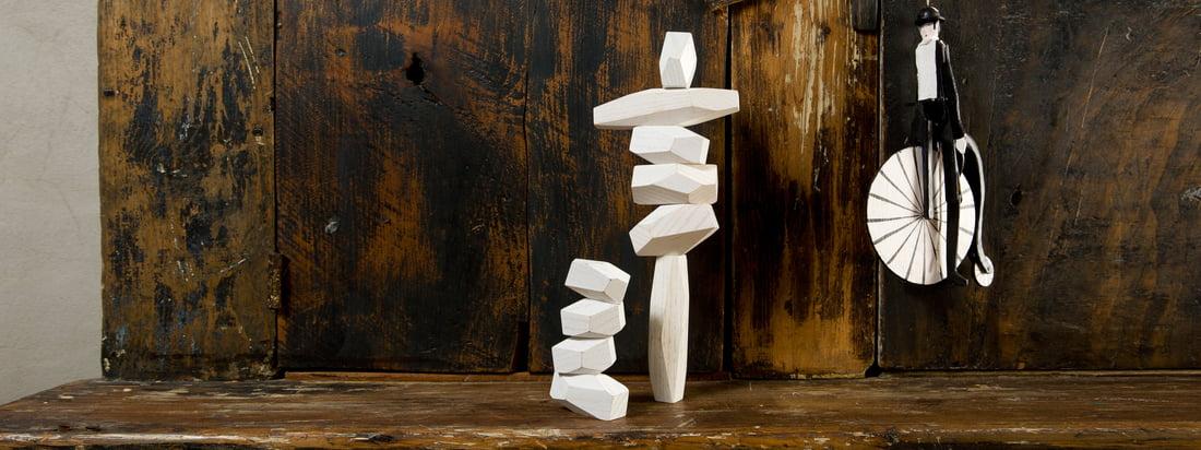 De Balancing Blocks van areaware zijn houten blokken in verschillende maten. Kinderen en volwassenen kunnen ongewone sculpturen maken en de blokken stapelen zoals ze willen.