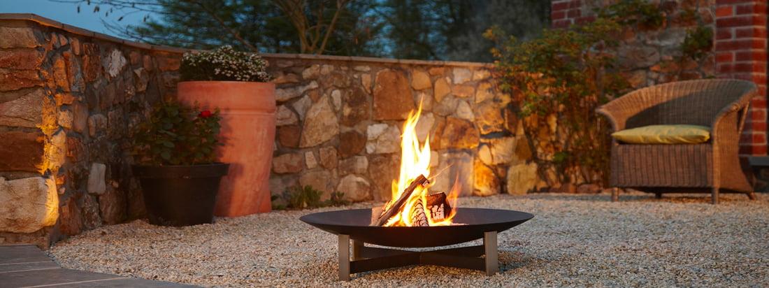 Koop de Sunset Fireplace van het Duitse design merk artepuro. Een helder vuur in een zwarte, hoogwaardige kom - de blikvanger in de avond. Ontworpen door Katrin und Norbert Weber.