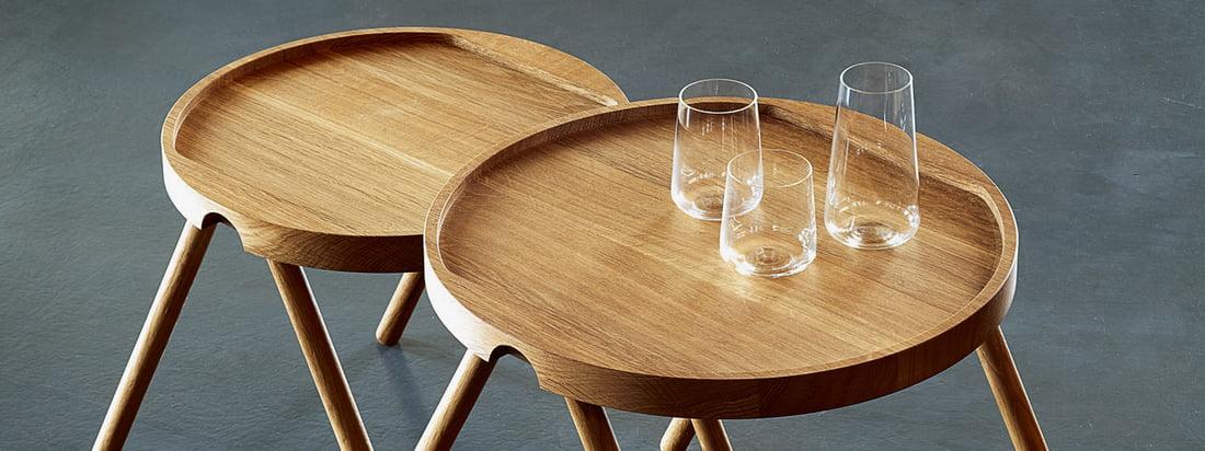 Het designmerk Auerberg produceert hoogwaardige producten - zoals de Dienbladtafel van hout. Dankzij een randbril kan de tafel zonder problemen neergezet worden.