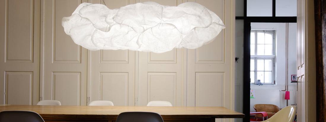 Belux is een lampenfabrikant uit Zwitserland. Samen zien de Cloud Lampen eruit als een witte, pluizige wolk, zwevend in de kamer. Verkrijgbaar in de Connox shop.