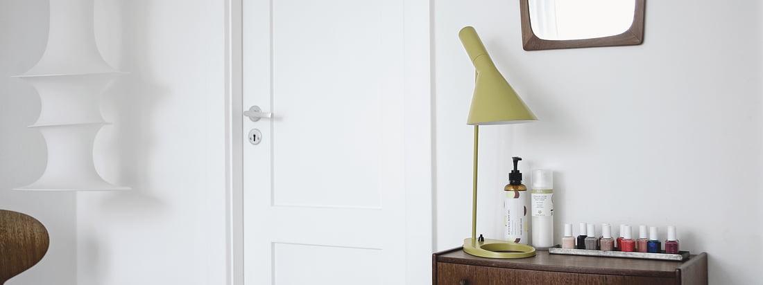Louis Poulsen stellt innovatieve Design-Leuchten, wie die ph5-Lampe, haar. Weltweit bekannte Designer, wie Poul Henningsen oder Arne Jacobsen, entwickelten die edlen Leuchten.