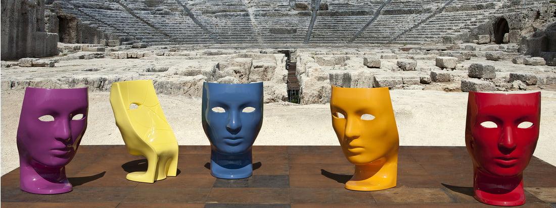 Driade is een Italiaanse meubelfabrikant. De Nemo Armchair valt op door de kleurrijke vorm van een gezicht dat doet denken aan een theatermasker.