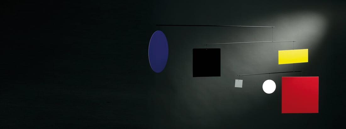Flensted Mobiles produceert decoratieve mobiele telefoons. De kamerinrichting bestaat uit verschillende ontwerpen zoals geometrische, kleurrijke vormen die aan het Guggenheim Mobile Circle Square hangen.