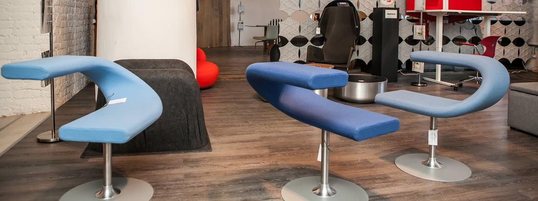 Bla Station staat bekend om zijn moderne meubels. De Swivel Chair Innovation C fascineert met een smalle zittingkrabbel, sierlijk verbonden met de rugleuning of armleuning.