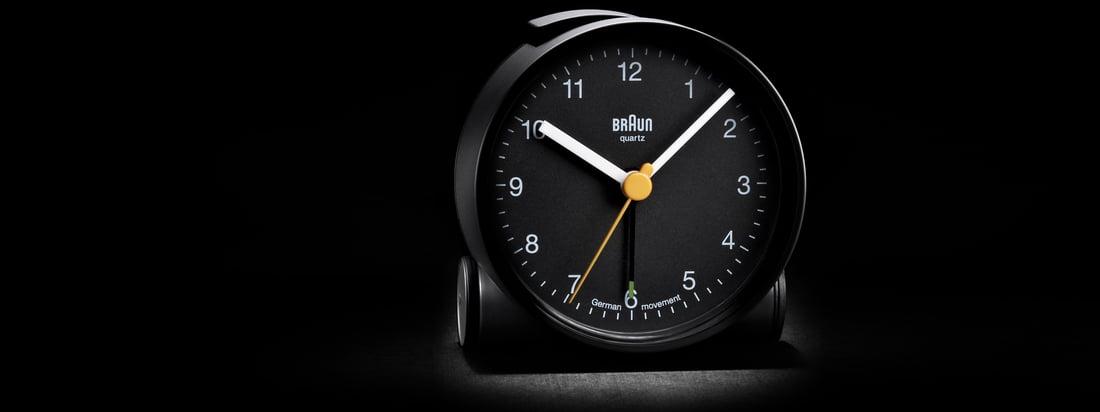 Het merk Braun staat voor technische producten van hoge kwaliteit. De zwarte wekker BNC001 overtuigt door een eenvoudig design en een goed zichtbare wijzerplaat.