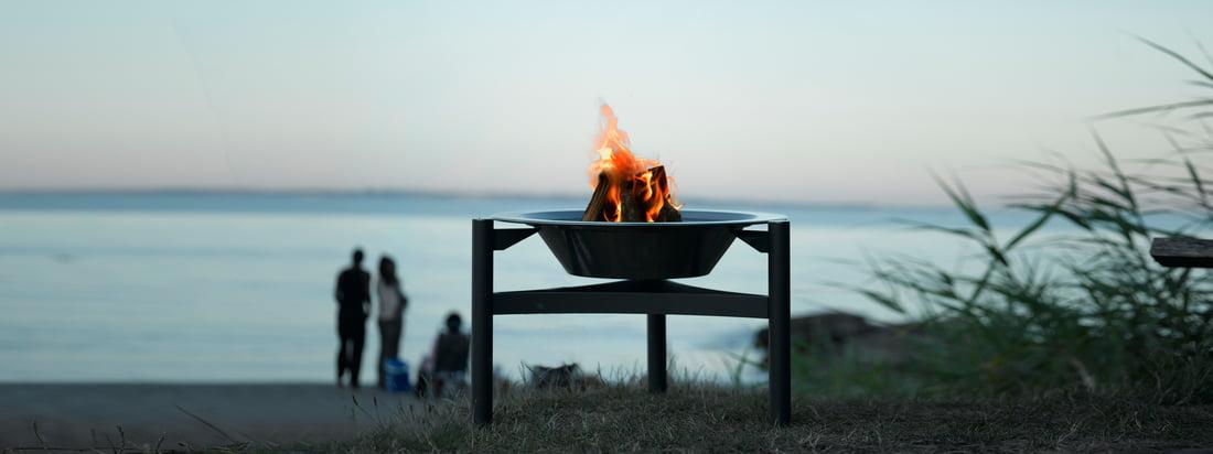 De Deense fabrikant Dancook staat voor scandinavisch design met een hoge kwaliteit. De 9000 Barbecue is geschikt als stijlvolle open haard in de buitenlucht.
