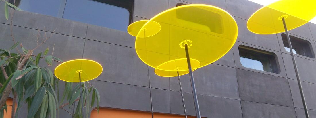 Het merk Cazador Del Sol produceert kleurrijke Sun Catcher van glas. De kleuren schijnen zelfs als de zon verborgen is door donkere wolken. Hier in de winkel verkrijgbaar.