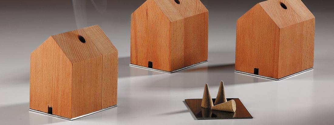 De fabrikant Design im Dorf produceert voornamelijk producten van hout zoals de rokerij. Het huis, inclusief wierookkegels, overtuigt door eenvoudige vormen.