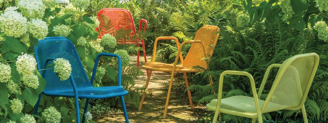 Emu is een Italiaans bedrijf voor tuinmeubelen. De Golf Armchair is gemaakt van staal en valt op door het rasterpatroon. De stoel glanst in felle kleuren.