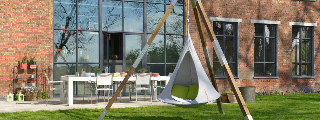 De fabrikant Cacoon staat bekend om zijn comfortabele hangstoelen. De grijze Bonsai Hanging Chiar kan gemakkelijk worden opgehangen aan een houten frame dat is voorzien van schommels.