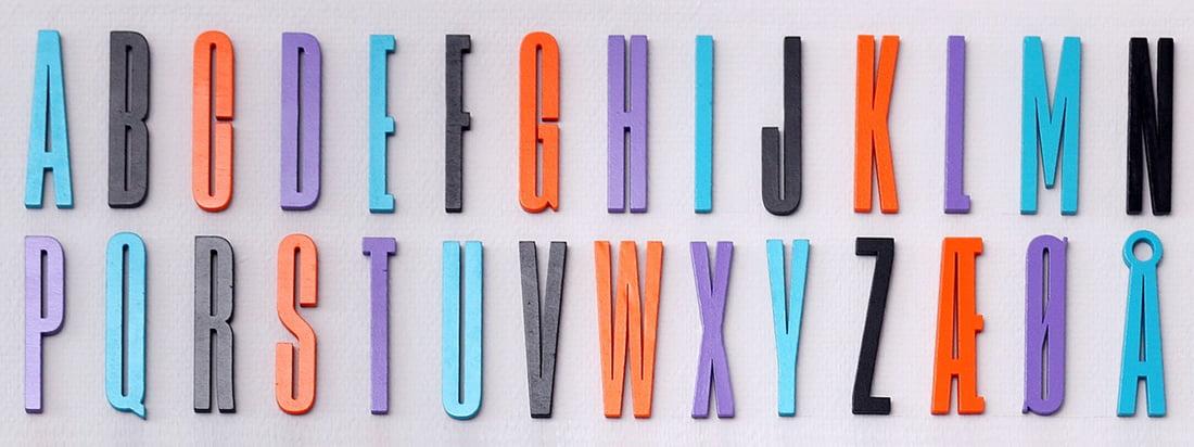 De Arne Jacobsen ABC Collectie van Design Letters is gebaseerd op een typografie die oorspronkelijk in 1937 voor het stadhuis van Aarhus werd ontworpen door de Deense ontwerper.
