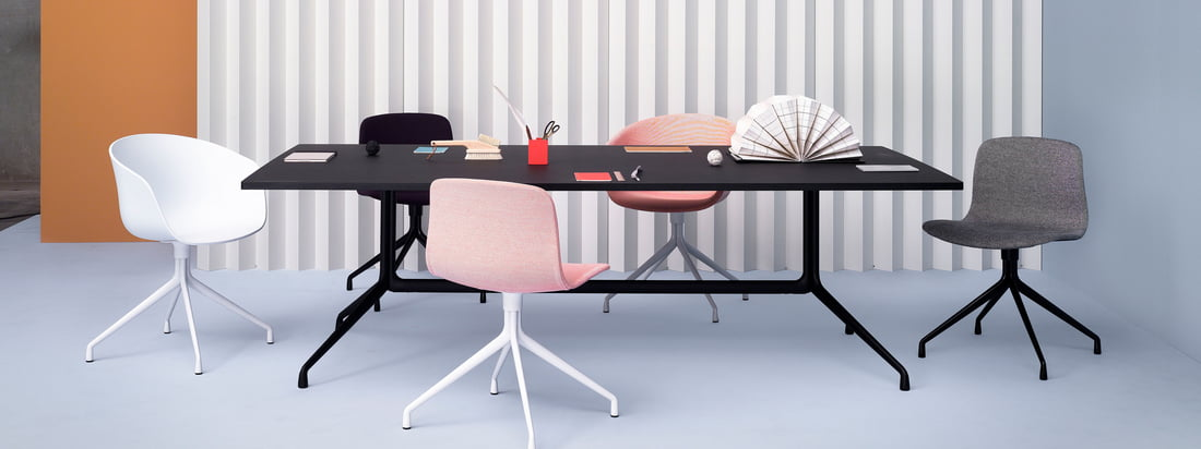 De talloze combinaties van de About A Table serie en de bijbehorende Hay stoelen maken het mogelijk om de eetruimte op een harmonieuze manier individueel in te richten.