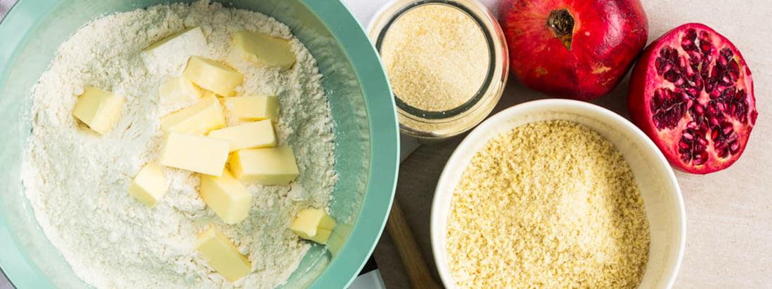 Connox kook- en bakplaatbanner met Mit-It van Rig-Tig van Stelton en Sarjaton kom van Iittala