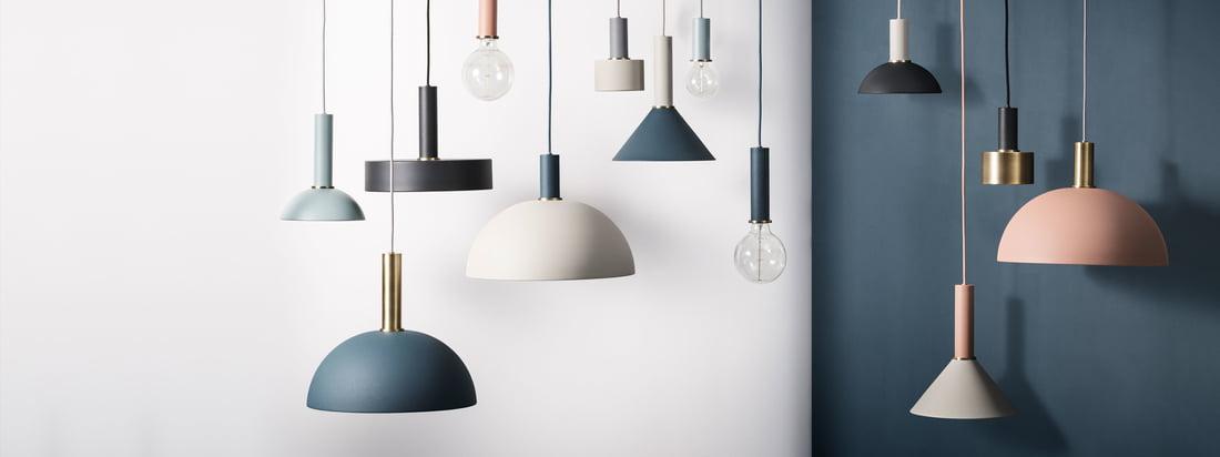 De basis van de Collect Lighting Pendant Lamp Serie zijn de wandcontactdoosarmaturen, die kunnen worden gecombineerd met de lampenkap van uw keuze. Vormen, kleuren en maten kunnen worden gekozen als in een modulair systeem.