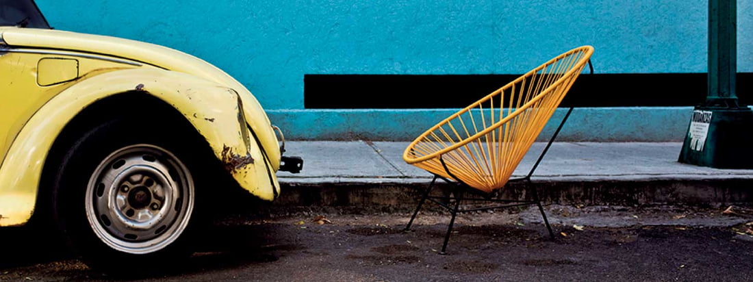 De Acapulco Chair van Acapulco Design trekt de aandacht door de bijzondere zitschaal van leer. De comfortabele retro stoel wordt geproduceerd in Mexico-City.