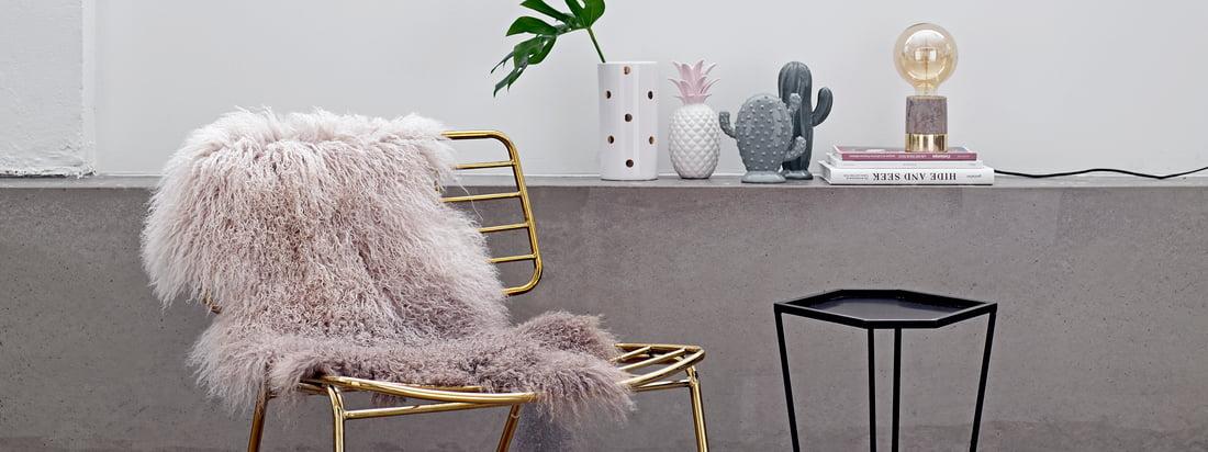 Het Deense designmerk Bloomingville produceert exotische decoratieobjecten zoals de Decoratieve Ananas en de Porseleinen Cactus. Verkrijgbaar in de Connox shop.