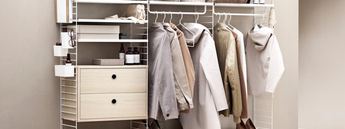 Het String rekkensysteem biedt veel opbergruimte voor kleding en andere zaken. In een trendy beige tint is het rekkensysteem bijzonder uitnodigend.