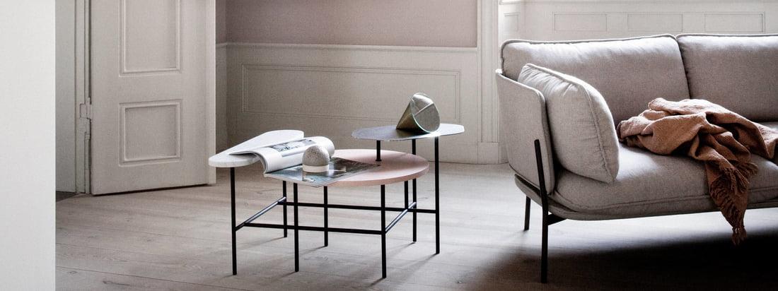 De Copenhagen SC14 van &Tradition ziet er bijzonder goed uit naast de Cloud sofa in de woonkamer. De lamp en bank worden optimaal aangevuld met de salontafel Palette JH7 van &Tradition.