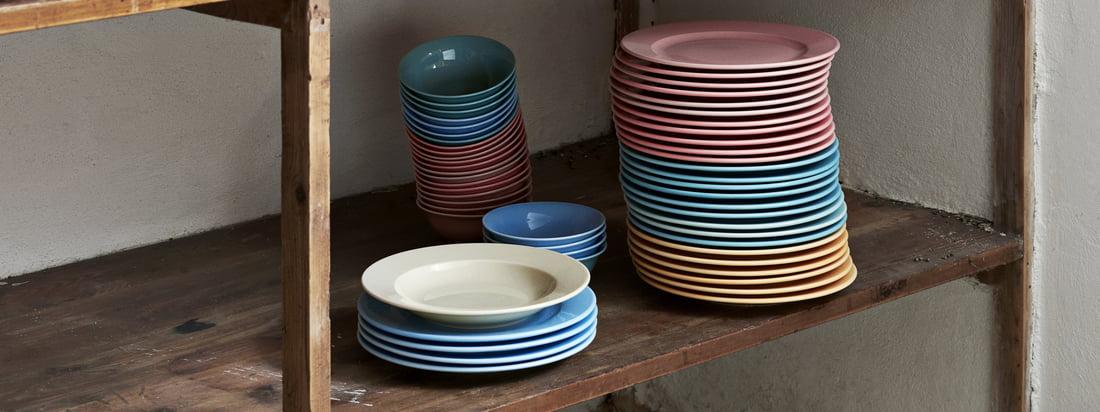 De Rainbow kommen en borden en de Italiaanse suikerstrooier maken deel uit van Hay's praktische Kitchen Market collectie, ontworpen voor de keuken.