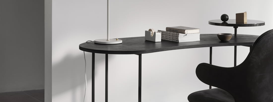 The Palette Table - JH9 in het ambiancebeeld. De donkere versie van de tafel ziet er ook harmonieus uit. Het edele, zwarte marmer combineert perfect met het donkere tafelblad.