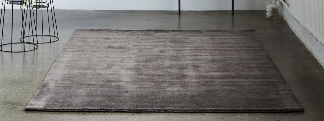 Het Massimo - Earth Bamboo tapijt in het sfeerbeeld. Of het nu in een rijk levendig blauw als blikvanger in de woonkamer is of in een zachte nougatroos in de gang - dankzij het veelzijdige aanbod is er voor elke ruimte het juiste model.