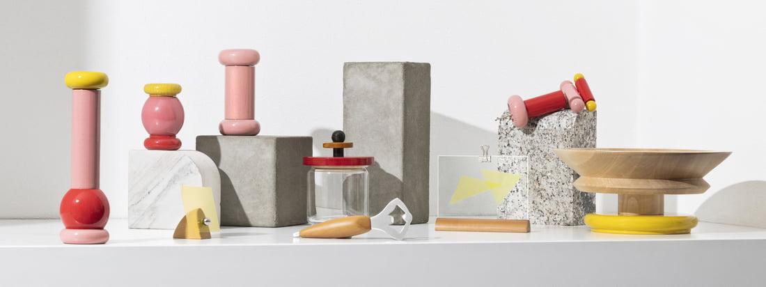 Met de Twergi collectie doet Alessi sinds 1989 de eeuwenoude fabricagetraditie op de draaibank herleven. De collectie bestaat uit praktische keukenaccessoires in felle kleuren en ongewone vormen.