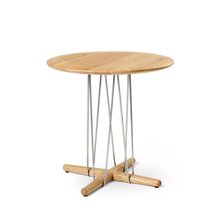 E021 Omhelzingstafel, Ø 48 x H 48 cm in geolied eiken / roestvrij staal door Carl Hansen.