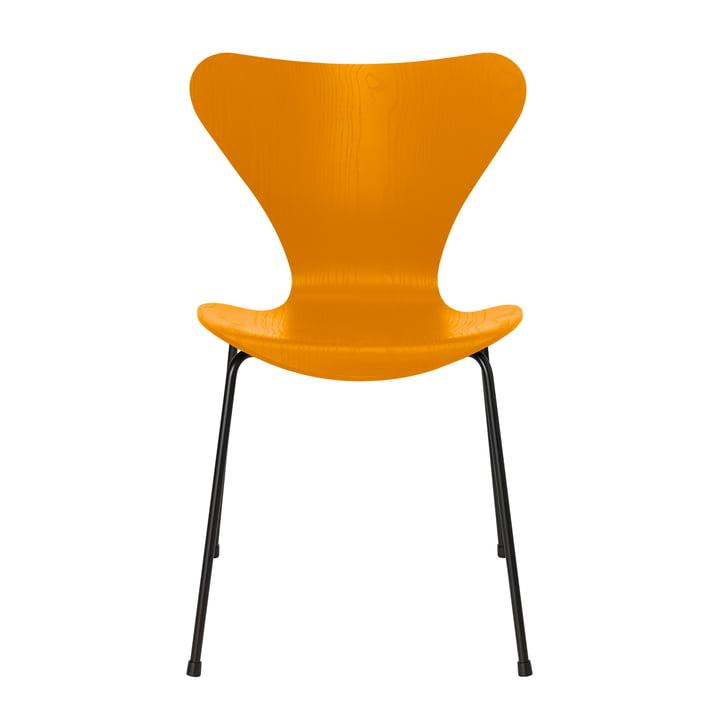 Serie 7 stoel van Fritz Hansen in gebrand geel gekleurd as / zwart frame