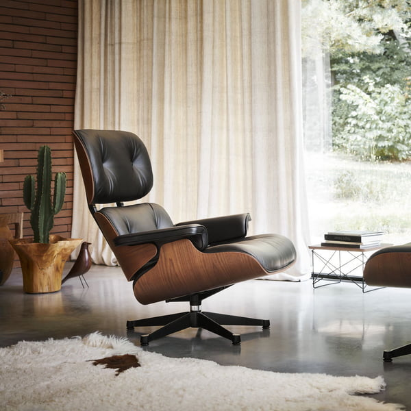 De Lounge Chair met Ottoman van Vitra combineert elegantie met zitcomfort